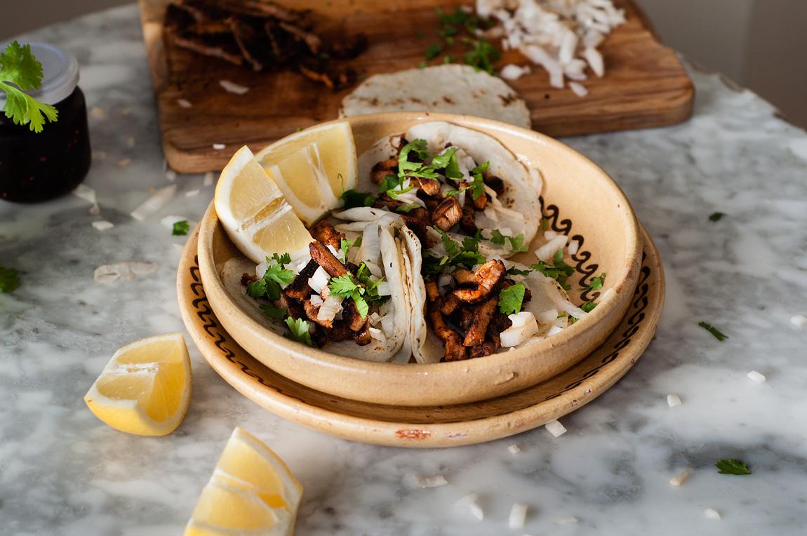Tacos de carne al pastor mexicanos