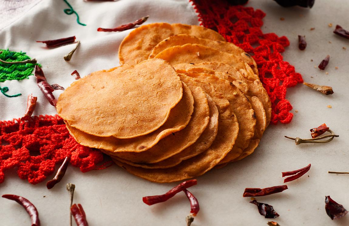 Tortillas de maíz rojas