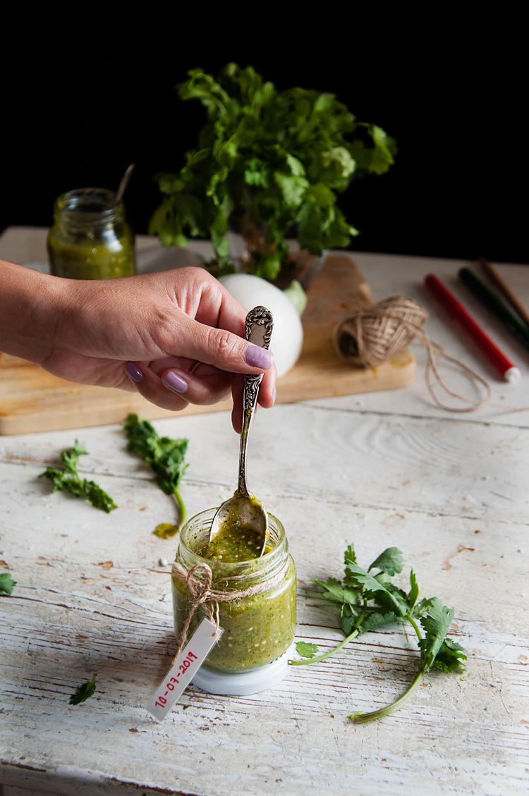 Cómo hacer salsa verde de tomatillos y serranos