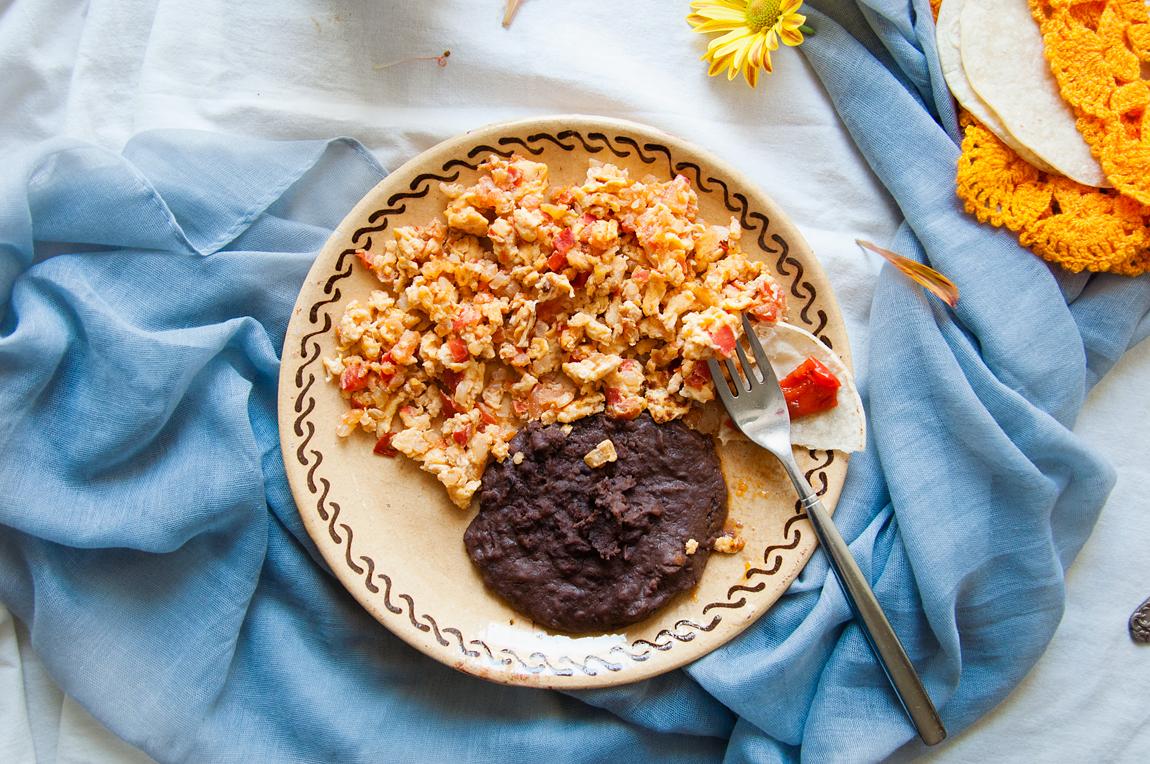 Desayuno huevos a la mexicana